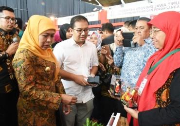 Di Tengah Pengusaha Wanita, Gubernur Launching Kartu Jatim Berdaya