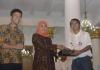 Gubernur KhofifahSiap Damaikan Pendukung Persebaya dan Arema