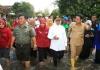 Kunjungi Korban Banjir Mojokerto, Khofifah Harapkan Tanggul Segera Dibangun