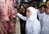 Harga Daging Ayam Naik 2 Ribu, Khofifah Sidak Pasar Pucang