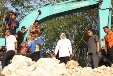 Pantau Percepatan Pembangunan Tanggul Ambles di Tuban